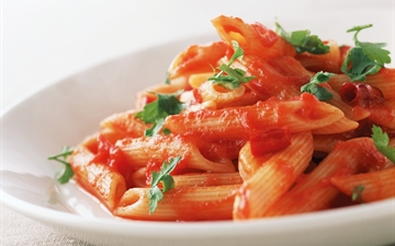 Noodles wirh red sauce (tomato), close-up
